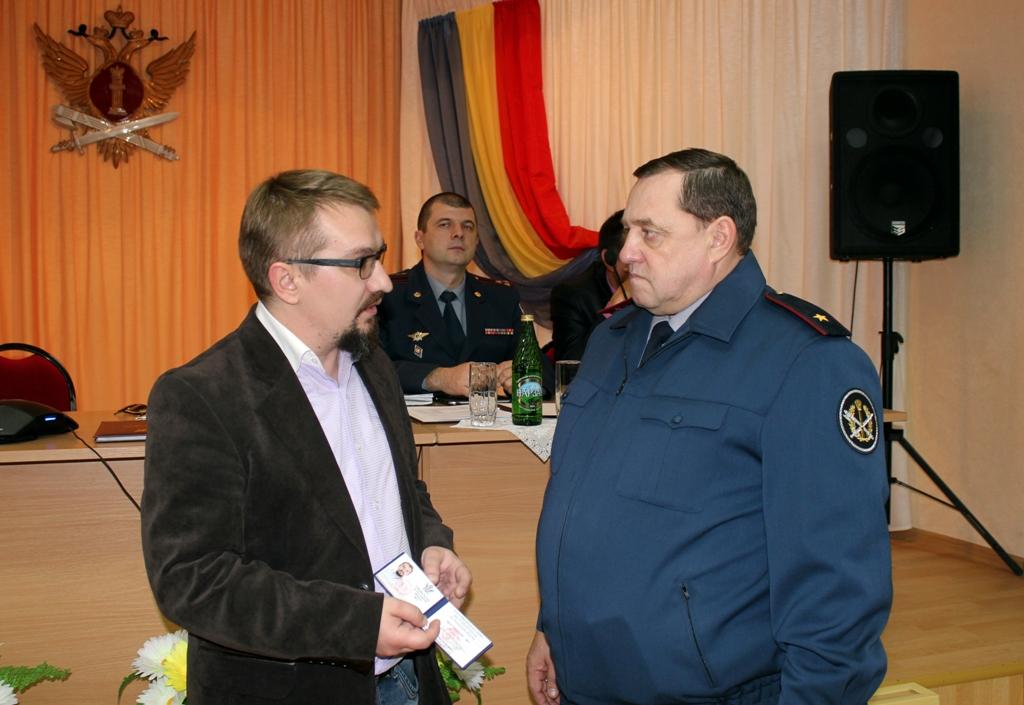 Денис Третьяков получил удостоверение члена Общественного совета.JPG