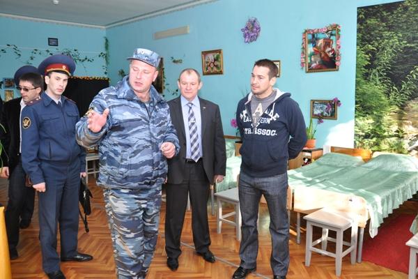 Дмитрий Носов ознакомился с условиями проживания воспитанников АВК.jpg