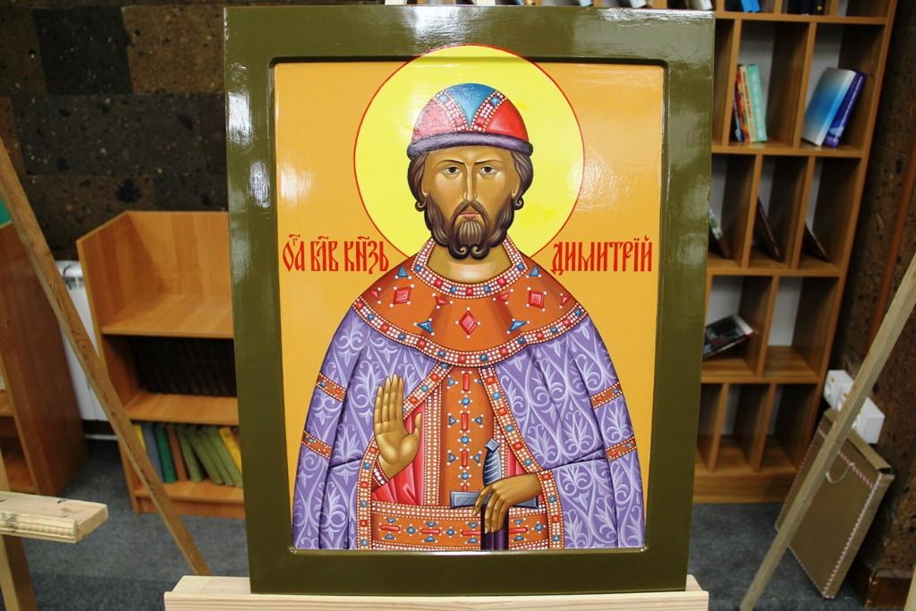 На написание иконы ушло чуть больше месяца, написана она с соблюдением всех канонов, в византийском стиле.