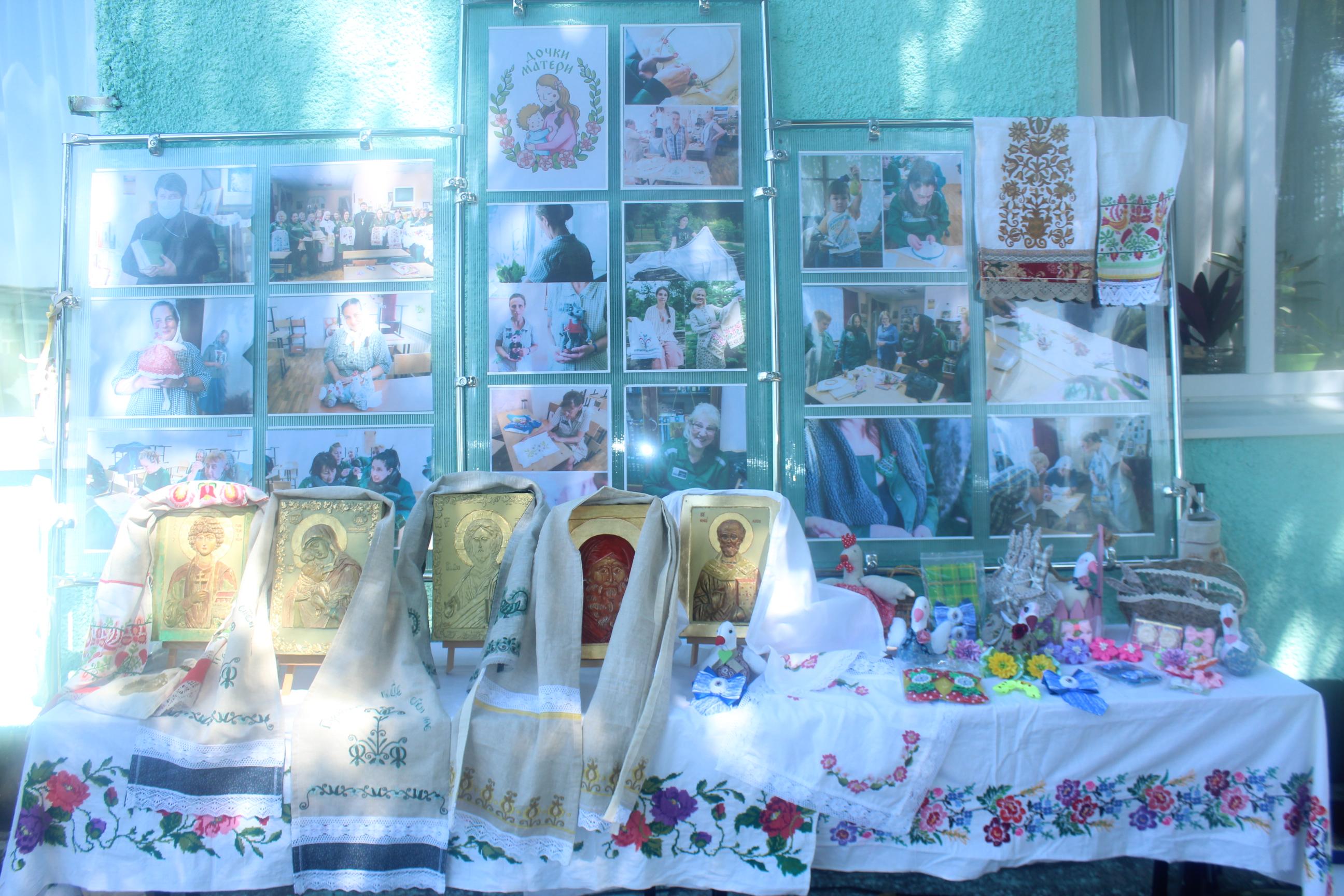 В азовской колонии прошла выставка православных работ сестер милосердия и осужденных женщин.