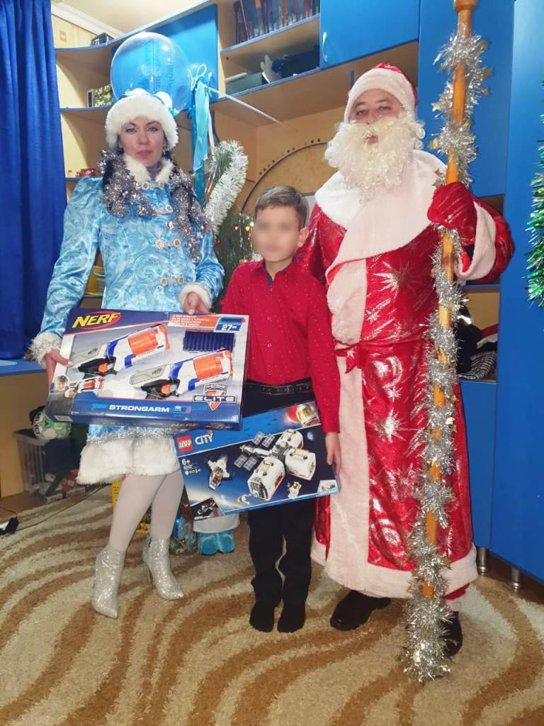 В Шахтах Дед Мороз и Снегурочка поздравили детей сотрудников СИЗО-4 с Новым годом