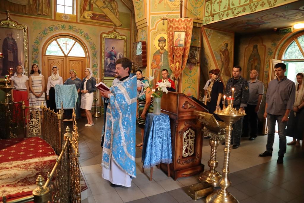 Сотрудники ГУФСИН России по Ростовской области молились за Божественной литургией в Сергиевском храме